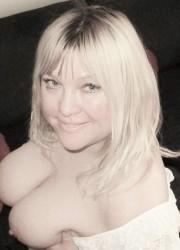 Lenka, 33 let